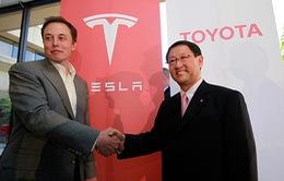 """Toyota """"chia tay"""" Tesla để tự thân phát triển xe điện"""