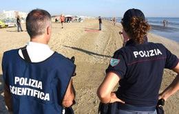 Italy: Du khách bị cưỡng hiếp và đánh đập trên bãi biển
