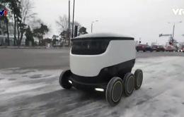 Độc đáo robot đưa cơm