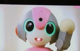 Robot theo dõi trẻ em tại trường mẫu giáo