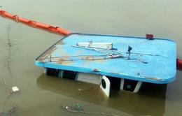 Lốc xoáy nhấn chìm sà lan, 2 người thiệt mạng