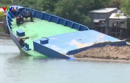 An Giang: Sà lan chở cát chìm trên sông Cái Vừng