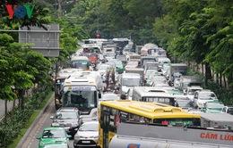 Ùn tắc tại sân bay Tân Sơn Nhất ảnh hưởng đến hệ thống giao thông lân cận