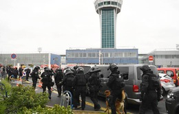 Pháp tăng cường an ninh tại sân bay Orly