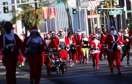 Hơn 9.000 ông bà già Noel tại Mỹ thi chạy gây quỹ từ thiện