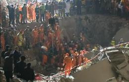 Trung Quốc: Sống sót nhờ gọi điện thoại từ đống đổ nát