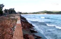 Quảng Ngãi: Người dân bất an vì vỡ kè chắn sóng