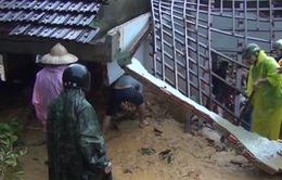 Clip: Sạt lở đất kinh hoàng ở Quảng Nam vùi lấp 5 người, 4 người bị thương