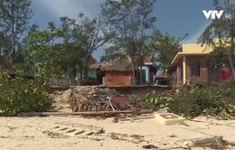 Bờ biển Quảng Bình sạt lở nghiêm trọng do bão số 10