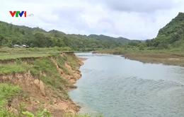 Sạt lở đất nghiêm trọng trên sông Sê Păng Hiêng, Quảng Trị