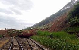 Thi công 3 ca/ngày khắc phục sụt lún tuyến đường sắt Yên Viên – Lào Cai
