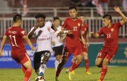 CLB TP Hồ Chí Minh đánh bại CLB Long An trong trận đấu nhiều tranh cãi, hài hước