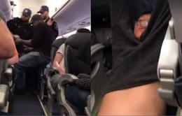 Nhân viên United Airlines đuổi hành khách một cách thô bạo vì hết chỗ