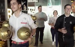 Chơi trội, C.Ronaldo tặng QBV cho khách hàng