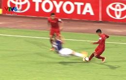 VIDEO: Ngọc Đức (CLB Hà Nội) nhận thẻ đỏ trực tiếp vì pha vào bóng thô bạo