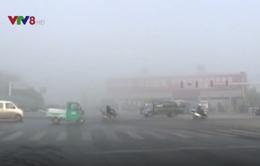 Giao thông tê liệt do sương mù tại Trung Quốc