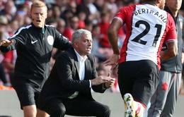 """HLV Mourinho nguy cơ nhận án """"treo giò"""" sau khi bị đuổi khỏi sân trận gặp Southampton"""