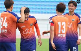 Xuân Trường sút phạt ghi bàn đẹp mắt trong trận đầu tiên tại Gangwon FC