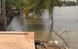Đoạn đường gần 50m bất ngờ đổ ập xuống sông Ba Láng