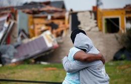 Bão kèm lốc xoáy gây thiệt hại nặng tại Mỹ