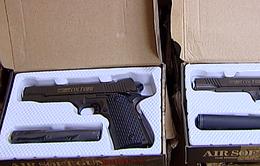 Hà Nội: Bắt giữ hơn 100 khẩu súng bắn đạn bi