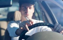 Hy Lạp: Hút thuốc lá trong xe sẽ bị phạt 1.500 Euro