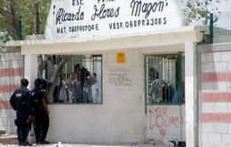 Mexico kiểm tra balo học sinh để ngăn vũ khí vào trường học