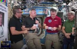 Các phi hành gia vũ trụ ăn mừng Lễ Tạ ơn ngoài không gian