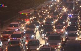 Giao thông ùn tắc tại Hà Nội, TP.HCM trước nghỉ lễ