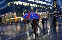 Các hộ gia đình Anh chịu sức ép lớn hơn về tài chính