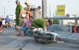 TP.HCM: Hai thanh niên tông thành cầu, văng xuống kênh Tàu Hủ