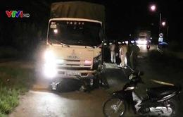 Đồng Tháp: Va chạm với xe tải, 2 cha con chết thảm