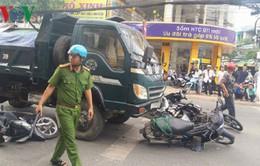 Xe tải mất phanh, tông 4 người trọng thương