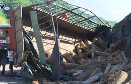 Phú Yên: Xe đâm vào vách núi, 2 người thương vong