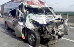 Va chạm giữa container và xe khách, ít nhất 4 người bị thương