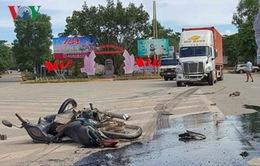 Va chạm với xe container, 2 người chết thảm