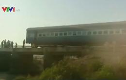 Tàu hỏa trật bánh ở Ấn Độ, ít nhất 25 người bị thương