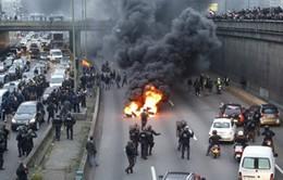 Pháp: Tài xế phong tỏa đường cao tốc để phản đối luật lao động mới
