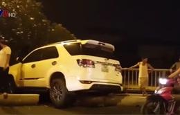 Quảng Trị: 2 ô tô tông nhau kinh hoàng trên cầu vượt