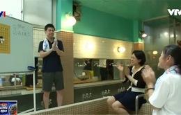 Lớp học trong phòng tắm công cộng tại Nhật Bản