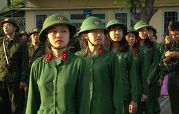 90 nữ tân binh Quân khu 7 hăng hái lên đường nhập ngũ