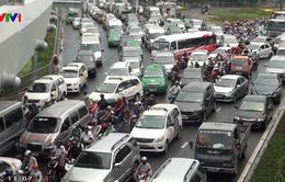 Bất hợp lý tại công trình cầu vượt Tân Sơn Nhất