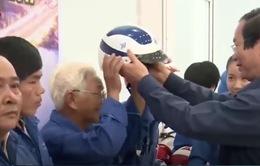 Đà Nẵng: Tặng gần 5.000 mũ bảo hiểm cho người tham gia giao thông