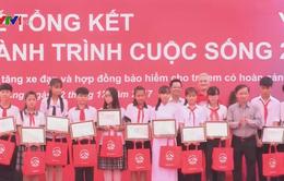 """""""Hành trình cuộc sống"""" tặng 100 xe đạp cho trẻ em khó khăn tỉnh Vĩnh Long"""