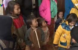 Tăng ni phật tử tặng quà Tết cho đồng bào nghèo Hà Giang