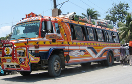 Những chiếc xe bus Tap-Tap sặc sỡ tại Haiti
