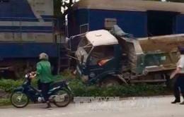 Tàu hỏa đâm trực diện xe tải, lái xe nguy kịch