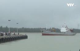 Quảng Nam: Đưa 33 ngư dân bị nạn và 2 ngư dân tử nạn về đất liền
