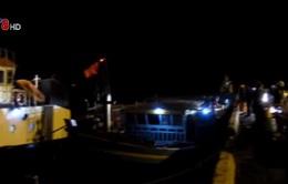 Cứu tàu cá chết máy trên biển trong đêm tối