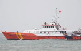 Lai dắt tàu cá gặp nạn vào bờ an toàn